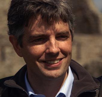 Dr Tomás Ó Carragáin